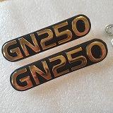 GN250 エンブレム サイドカバー用 留めネジつき  純正 中国 ゴールド 2個セット